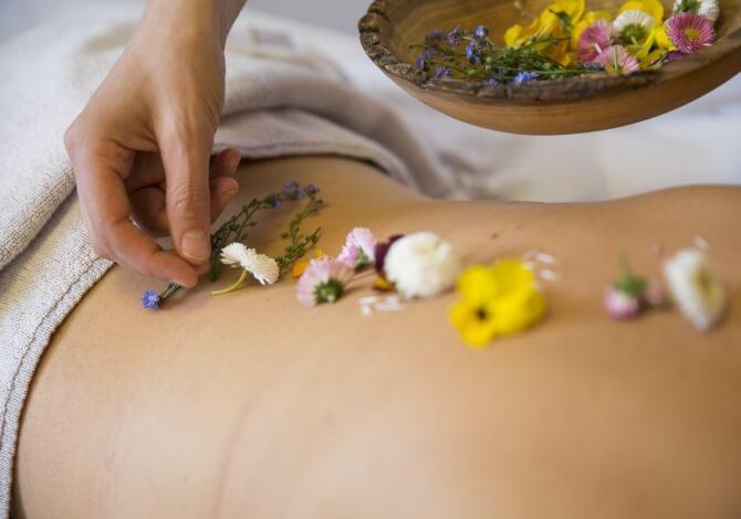 Trattamenti di benessere ai fiori del Trentino