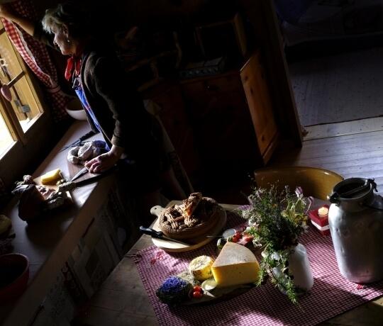 Frühstück mit lokalen Produkten in der Hütte