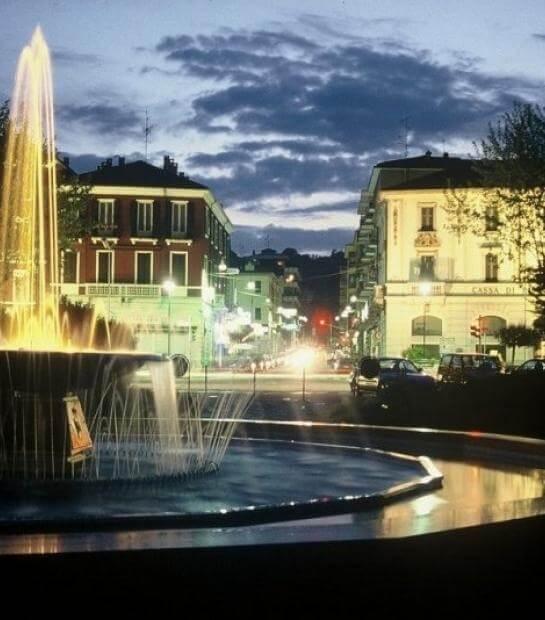 Centro di Arona con fontana