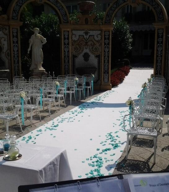 tappeto nuziale con petali