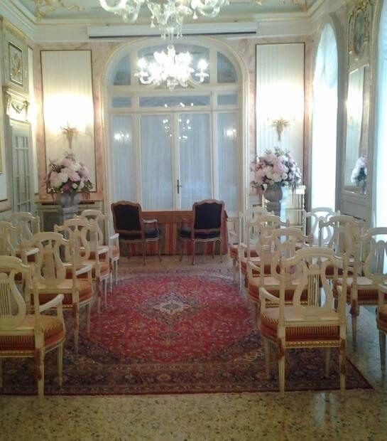 Piccola cerimonia in Sala Des Dames