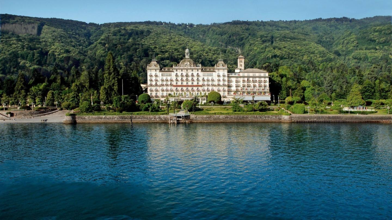 Facciata dell'Hotel con vista sul lago