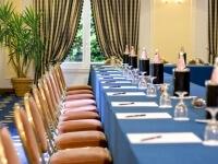 Dettaglio del tavolo apparecchiato nella Sala Minerva
