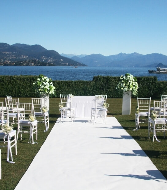 Allestimento per matrimonio sul prato