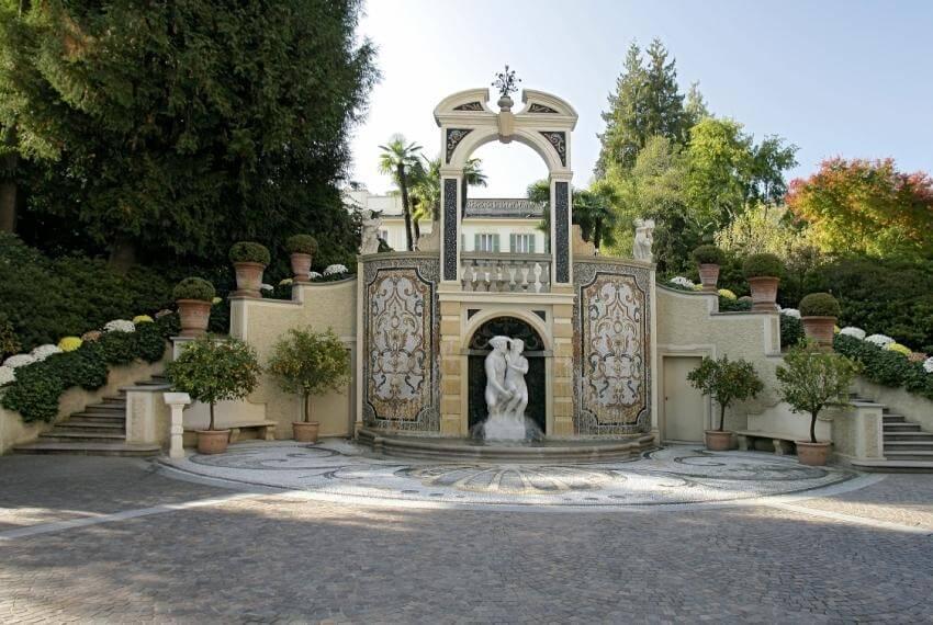 Panoramica sulla fontana del parco