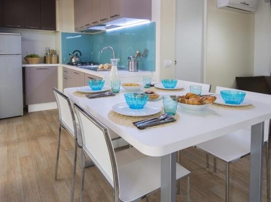 Table et cuisine du bungalow
