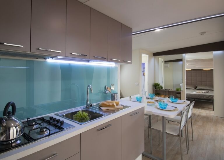 The kitchen of the Bungalow Garden Suite