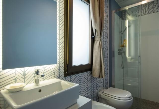 Toilette Torre Riviera Junior Suite