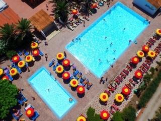 Schwimmbad des Torre del Porticciolo Campingplatzes