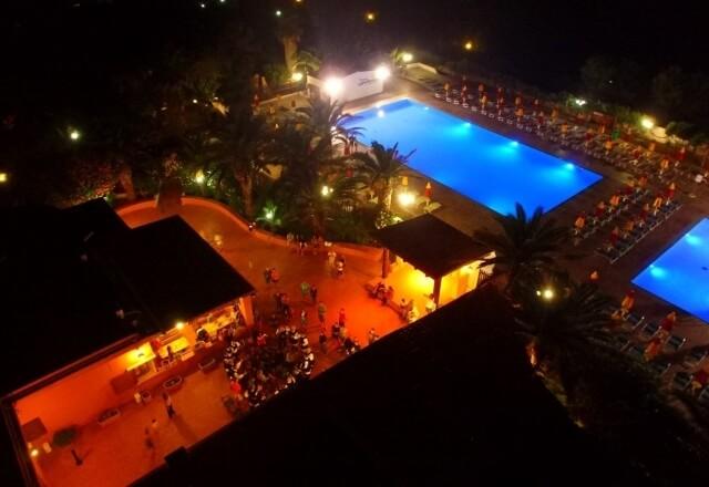 Abendveranstaltung im Pool