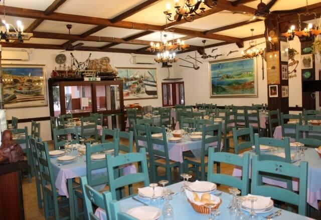 Arredamenti in stile marino nel ristorante