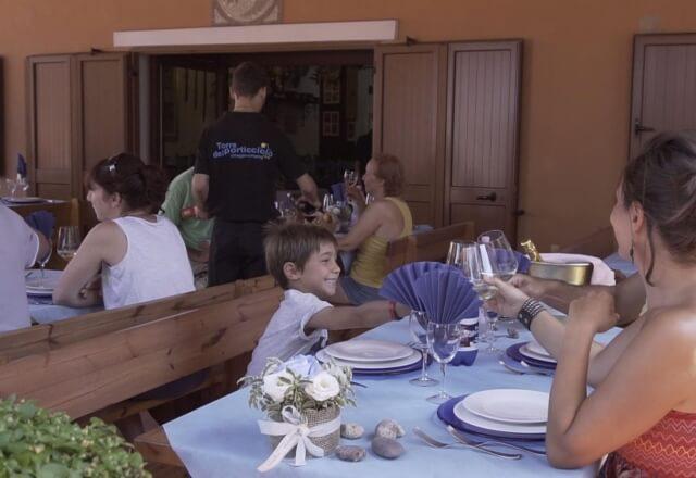 Ospiti del ristorante della Torre del Porticciolo