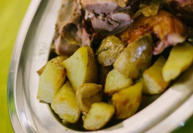 Piatto di carne e patate