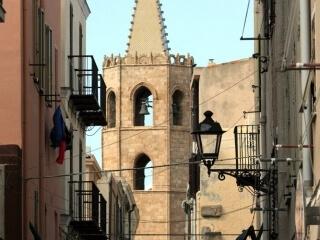 Glockenturm der Kathedrale von Santa Maria