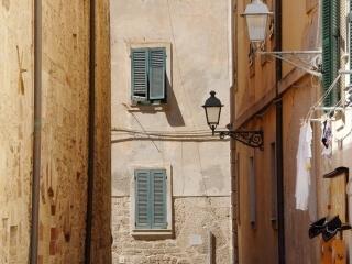 Calle en el centro histórico de alghero
